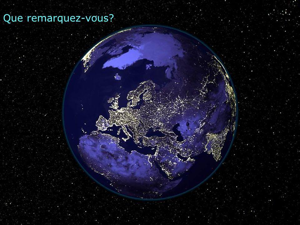 La Terre dans l'Univers, vue de nuit…c'est quoi au centre de l'image? Quels masses terrestres pouvez- vous reconnaître?