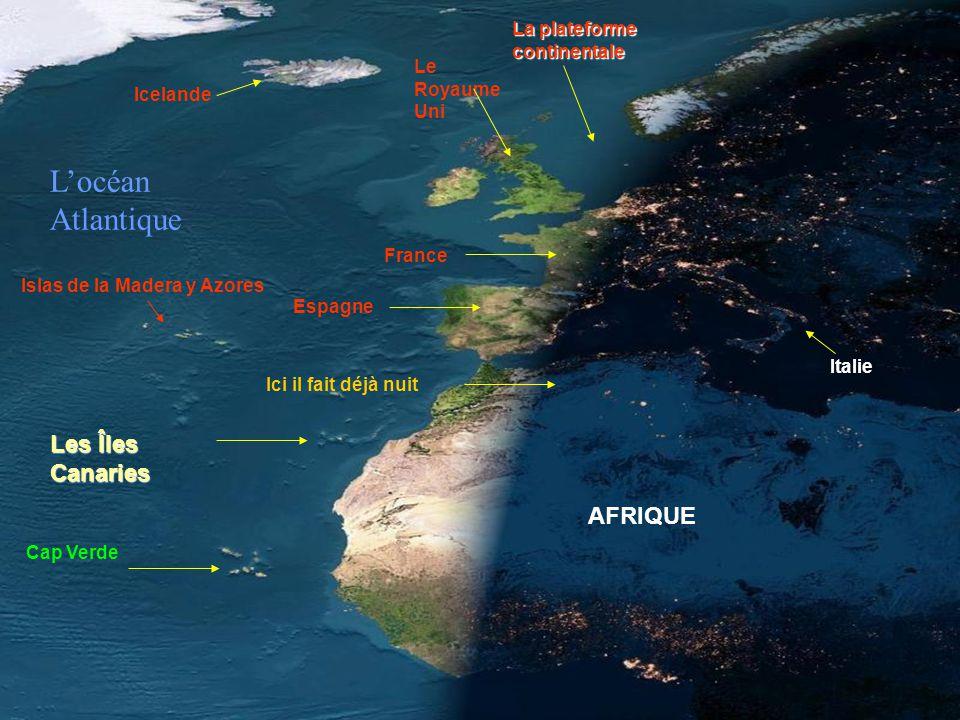 SPECTACULAIRE! La tombée de la nuit sur l'Afrique et l'Europe. La plateforme continentale est très visible autour des Îles britanniques et au nord de