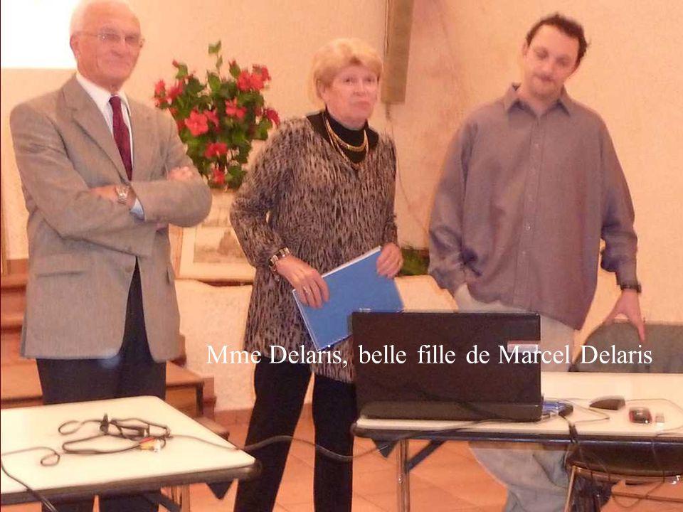 à l'arrière plan du conférencier les œuvres exposées appartiennent à Mme Delaris et à Claude Salgues