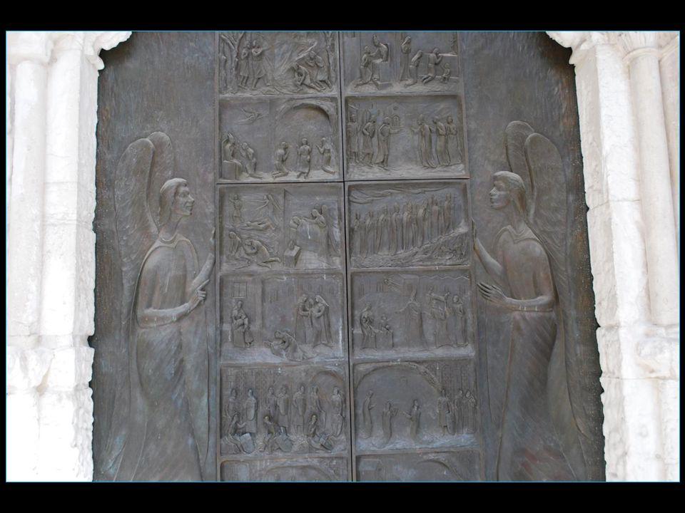 la porte de bronze celle de gauche comporte 16 scènes en relief et en voici une petite sélection