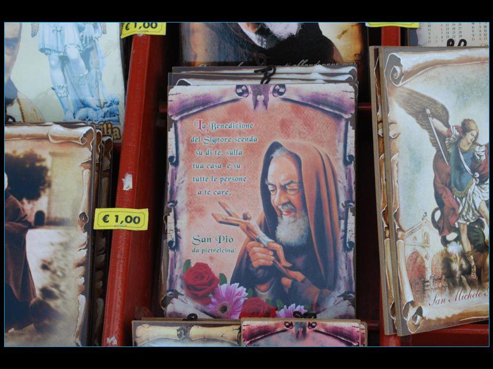 d'innombrables souvenirs religieux pour une offre des marchands du temple