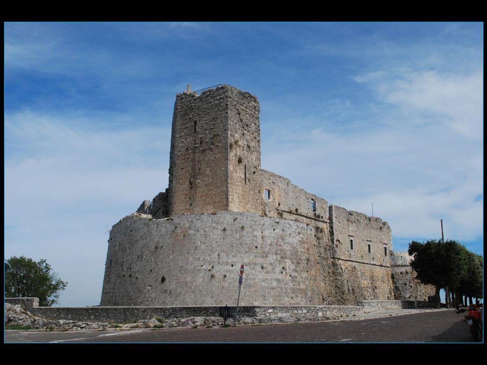 un dernier salut avec les ruines de la citadelle bâtie sous Frédéric II