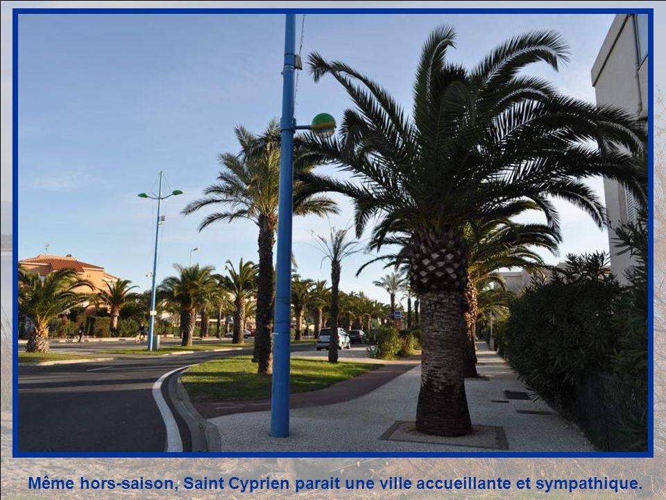 Pas beaucoup de monde,ce jour-là, à Saint-Cyprien, qui est pourtant une ville balnéaire grouillante en été .