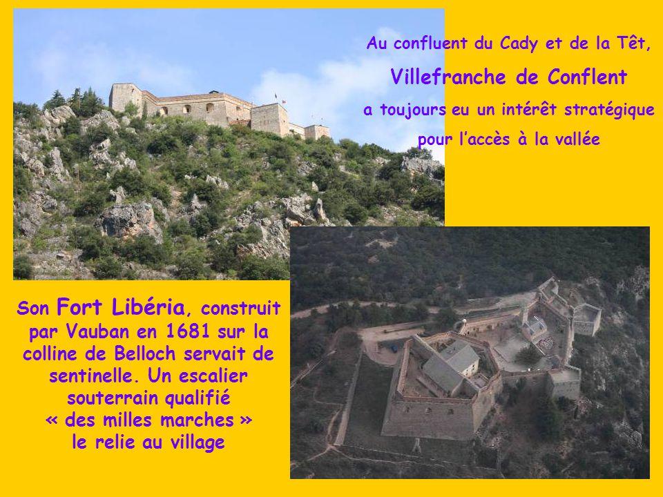 Les remparts presque millénaires protègent Villefranche, « la Bien gardée », petite capitale du Conflent, village médiéval admirablement conservé