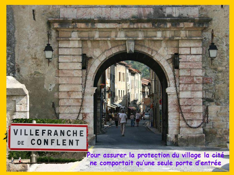 Son Fort Libéria, construit par Vauban en 1681 sur la colline de Belloch servait de sentinelle. Un escalier souterrain qualifié « des milles marches »