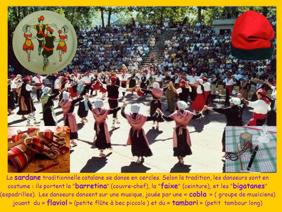 La sardane traditionnelle catalane se danse en cercles.