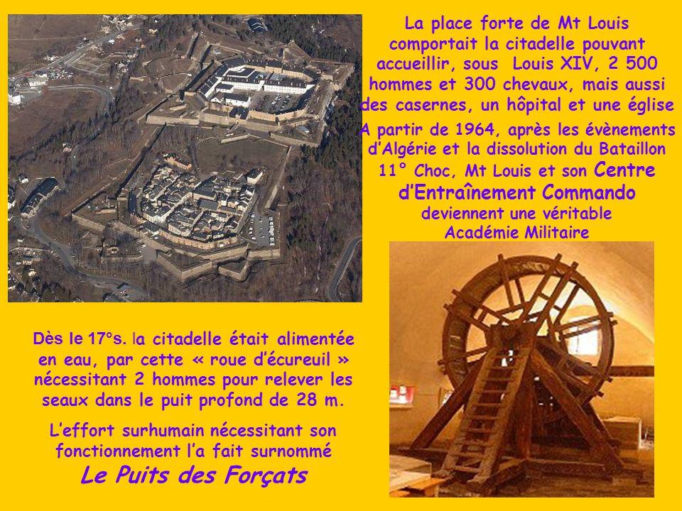La place forte de Mt Louis comportait la citadelle pouvant accueillir, sous Louis XIV, 2 500 hommes et 300 chevaux, mais aussi des casernes, un hôpital et une église Dès le 17°s.