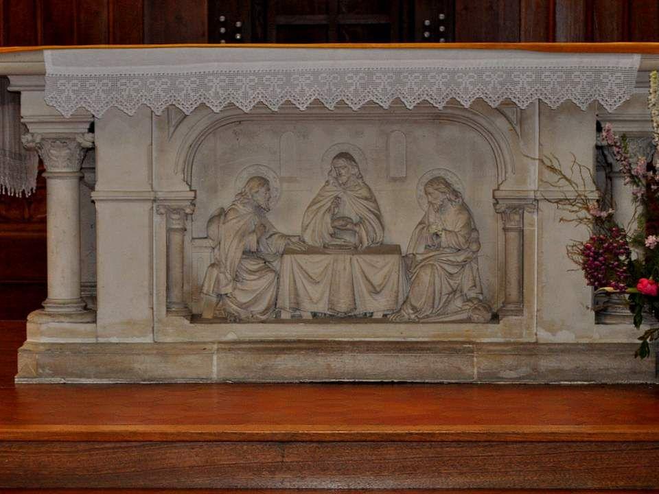 Une copie de la Vierge Noire de Rocamadour, une Sainte Thérèse de facture moderne… Tous les genres voisinnent avec bonheur…