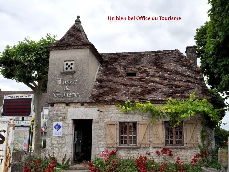 Le couvent des Sœur de Notre-Dame du Calvaire à Gramat.