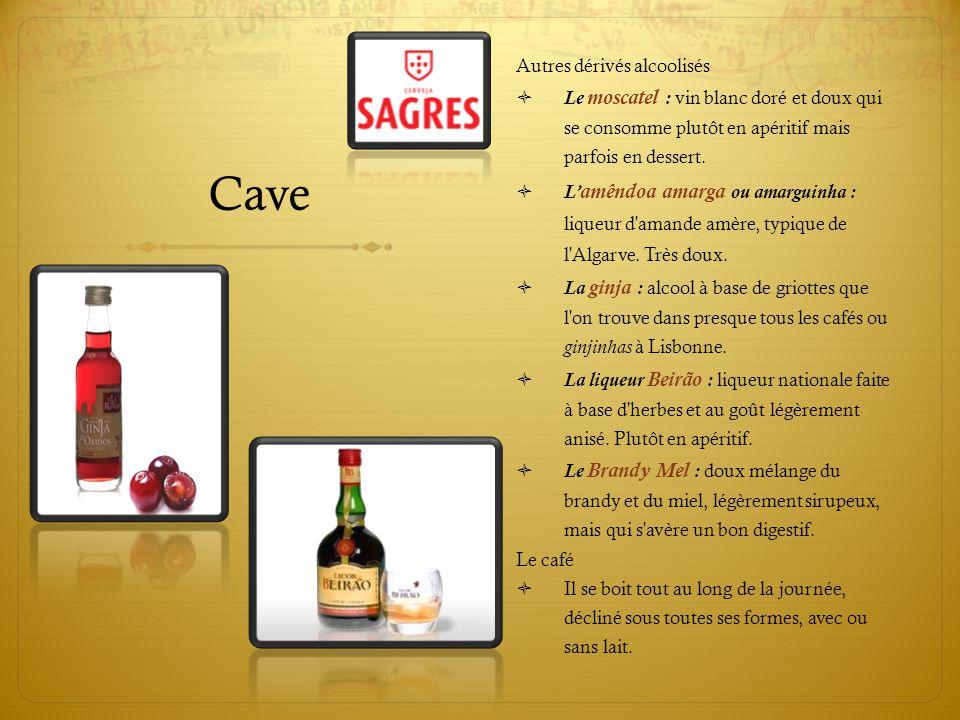 Cave Autres dérivés alcoolisés  Le moscatel : vin blanc doré et doux qui se consomme plutôt en apéritif mais parfois en dessert.  L' amêndoa amarga