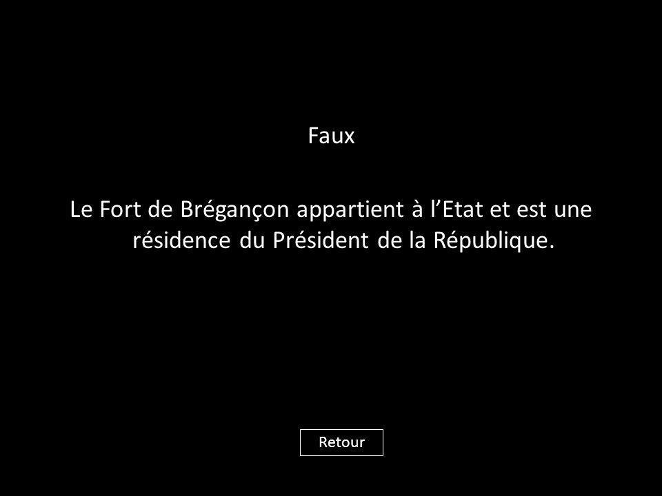 Faux Le Fort de Brégançon appartient à l'Etat et est une résidence du Président de la République. Retour