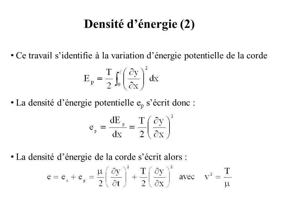 Densité d'énergie (3) La densité d'énergie de la corde peut être transformée de la manière suivante : Le crochet représentant l'équation de d'Alembert étant nul, il reste : qui est l'équation locale de la conservation d'énergie où S représente le flux d'énergie à travers la corde en un point et un instant donnés.