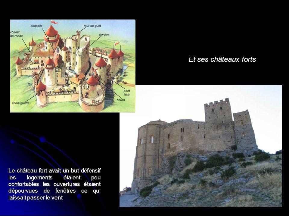 Et ses châteaux forts Le château fort avait un but défensif les logements étaient peu confortables les ouvertures étaient dépourvues de fenêtres ce qu
