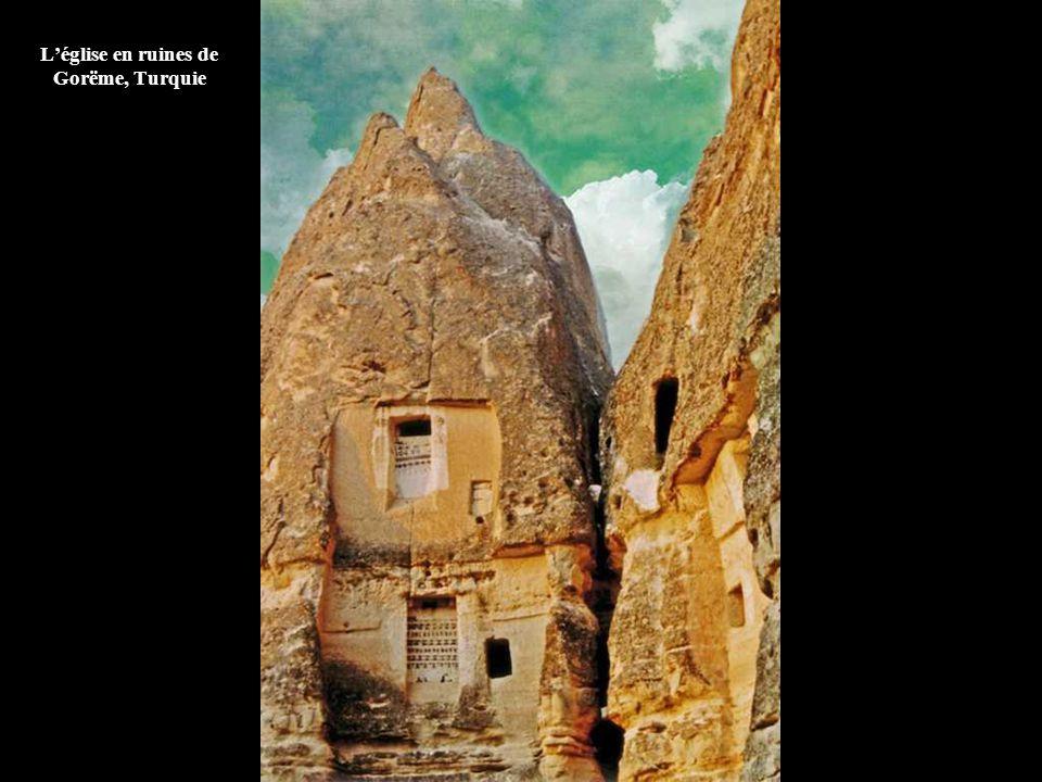 L'église en ruines de Gorëme, Turquie