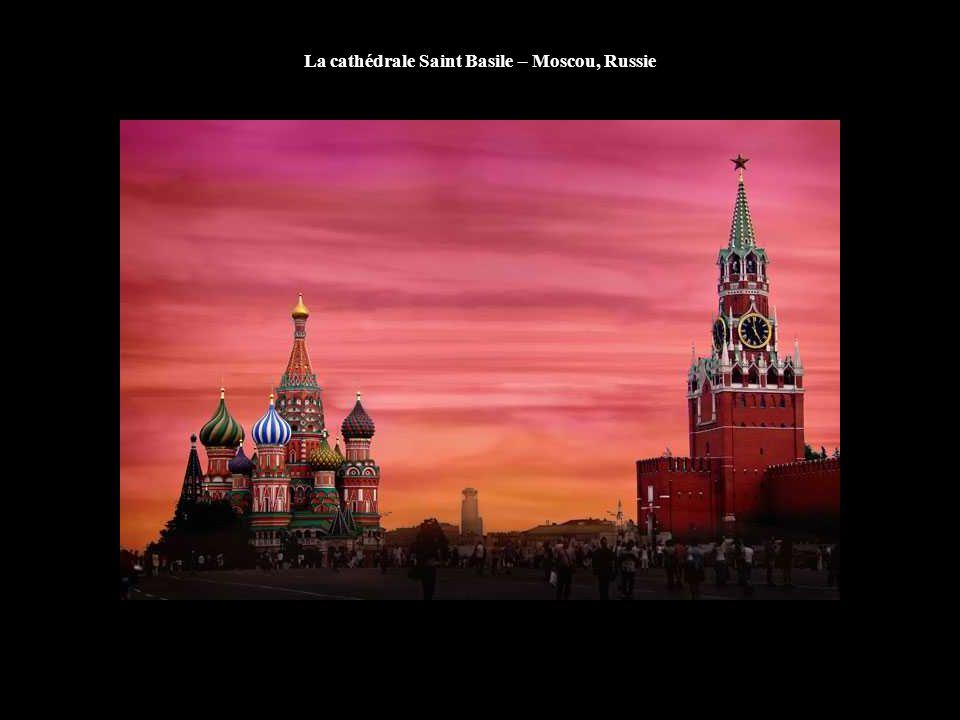 La cathédrale Saint Basile – Moscou, Russie