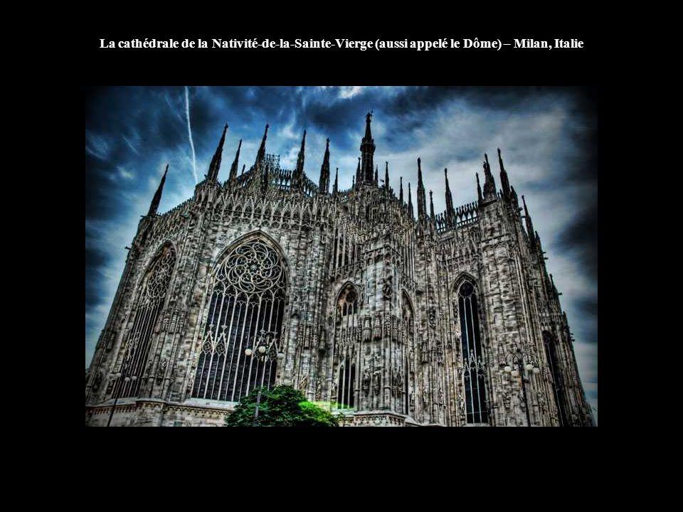 La cathédrale de la Nativité-de-la-Sainte-Vierge (aussi appelé le Dôme) – Milan, Italie