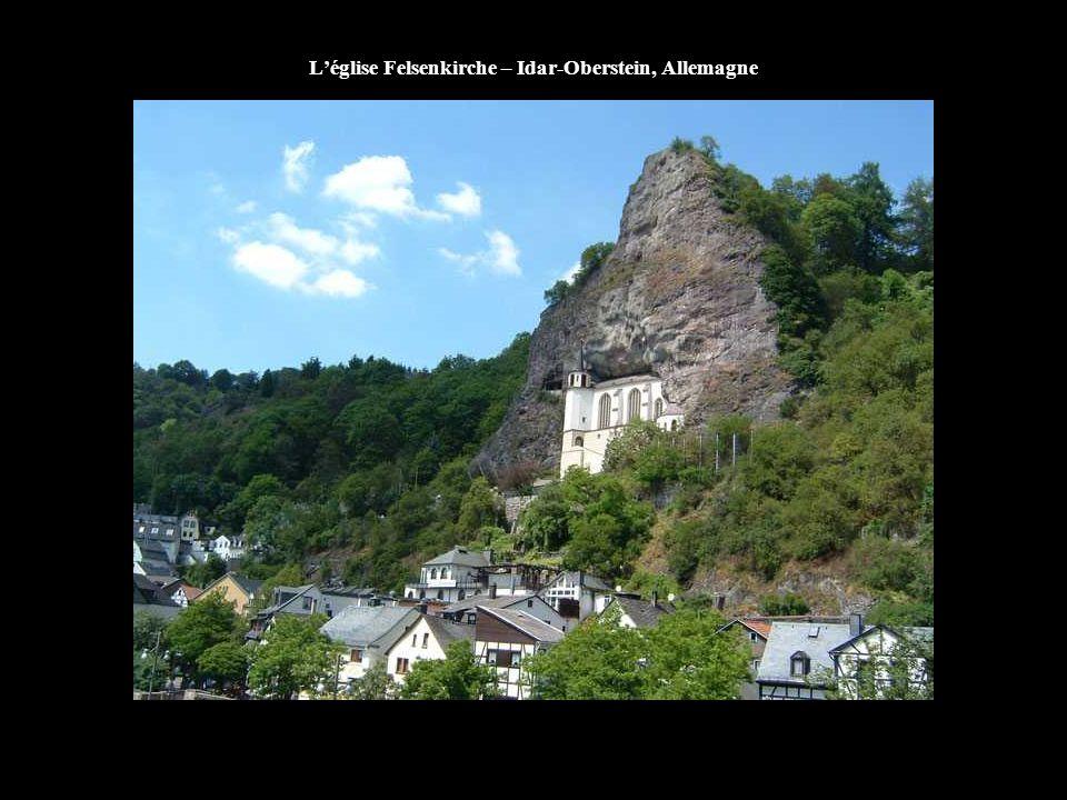 L'église du Puy-en-Velay, France