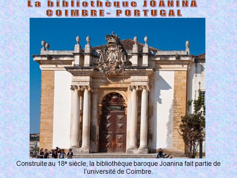 Construite au 18 e siècle, la bibliothèque baroque Joanina fait partie de l'université de Coimbre.
