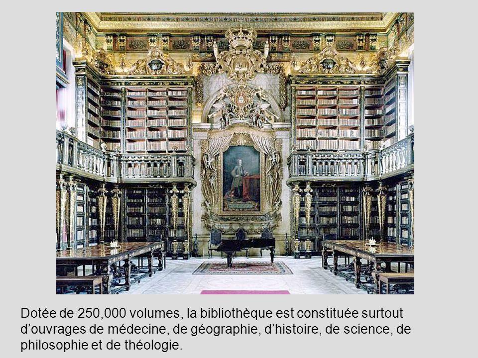 Dotée de 250,000 volumes, la bibliothèque est constituée surtout d'ouvrages de médecine, de géographie, d'histoire, de science, de philosophie et de théologie.