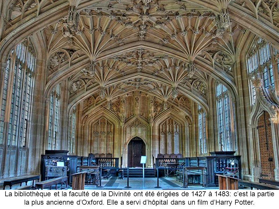La bibliothèque et la faculté de la Divinité ont été érigées de 1427 à 1483: c'est la partie la plus ancienne d'Oxford.