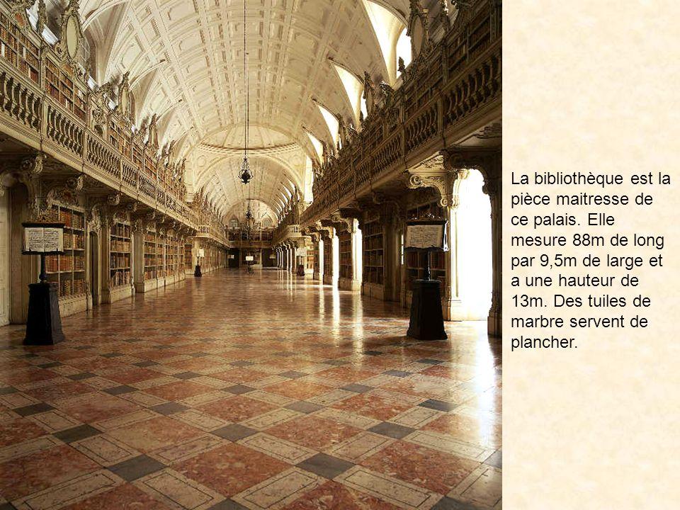 La bibliothèque est la pièce maitresse de ce palais.