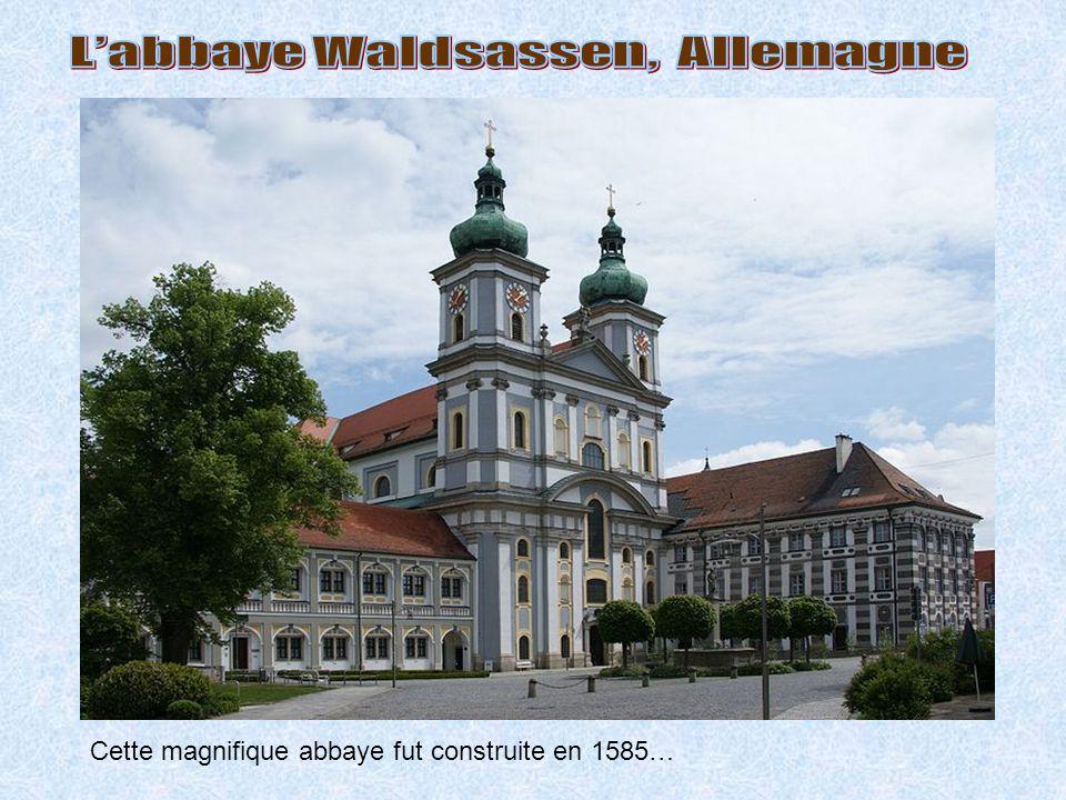 Cette magnifique abbaye fut construite en 1585…