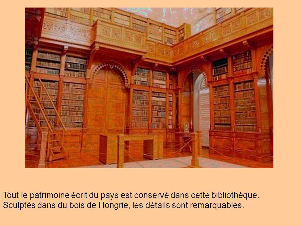 Tout le patrimoine écrit du pays est conservé dans cette bibliothèque.
