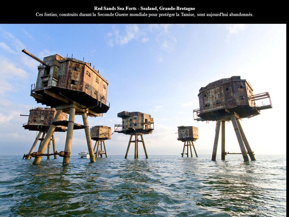 Red Sands Sea Forts - Sealand, Grande-Bretagne Ces fortins, construits durant la Seconde Guerre mondiale pour protéger la Tamise, sont aujourd'hui aba
