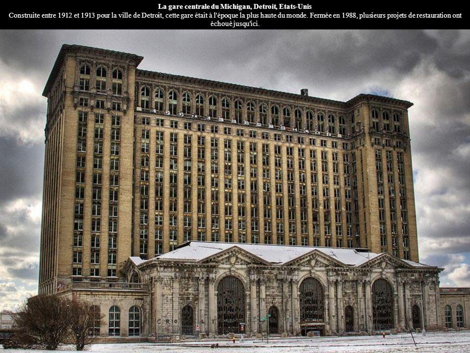 La gare centrale du Michigan, Detroit, Etats-Unis Construite entre 1912 et 1913 pour la ville de Detroit, cette gare était à l'époque la plus haute du