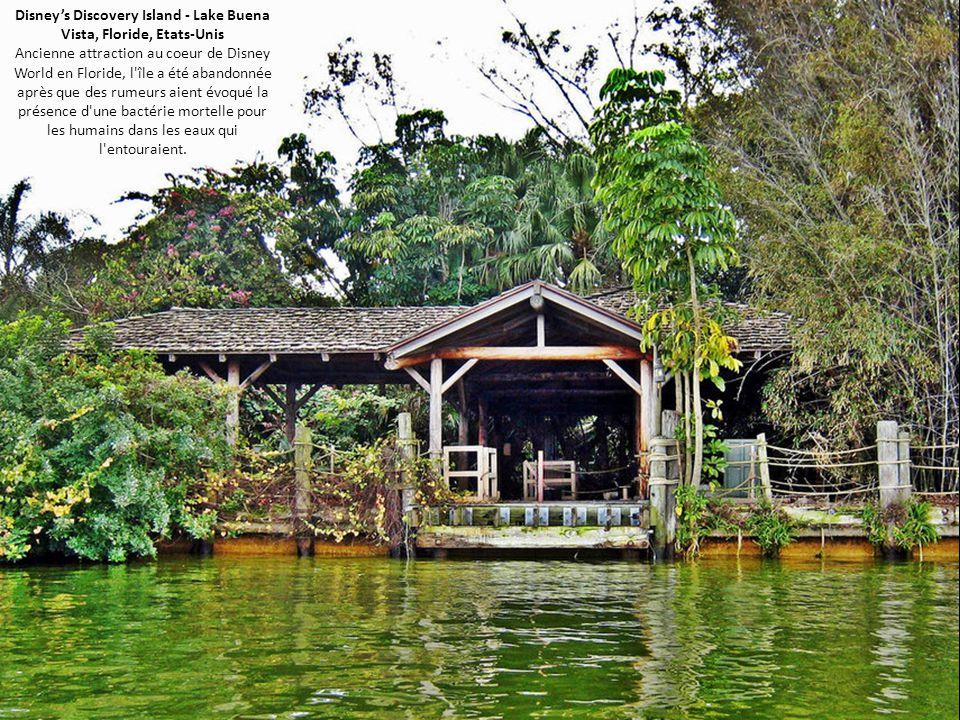 Disney's Discovery Island - Lake Buena Vista, Floride, Etats-Unis Ancienne attraction au coeur de Disney World en Floride, l'île a été abandonnée aprè