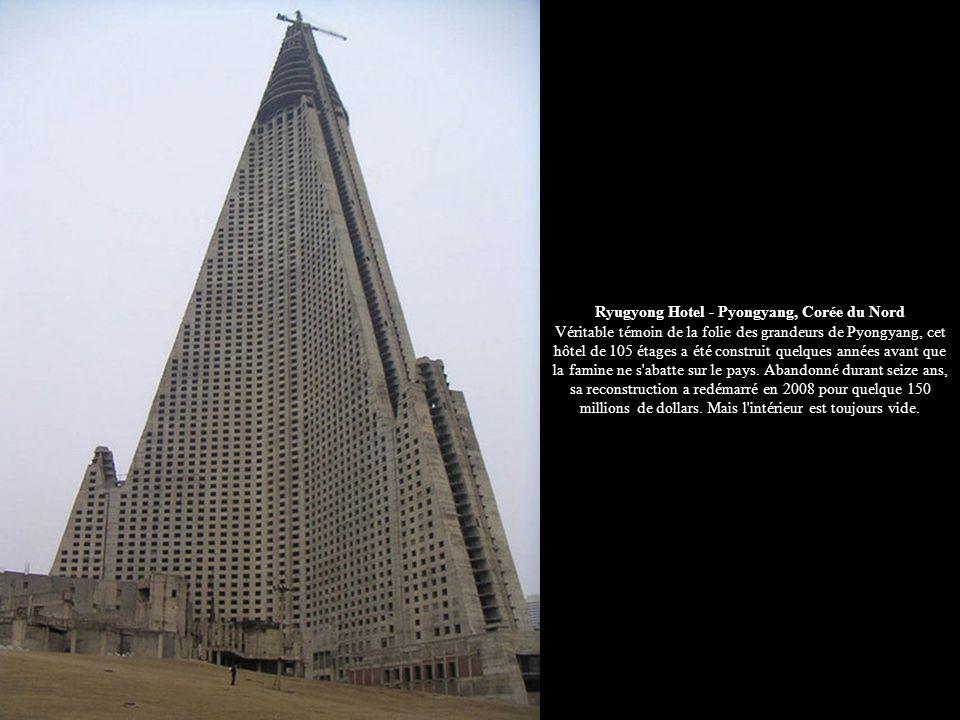 Ryugyong Hotel - Pyongyang, Corée du Nord Véritable témoin de la folie des grandeurs de Pyongyang, cet hôtel de 105 étages a été construit quelques an
