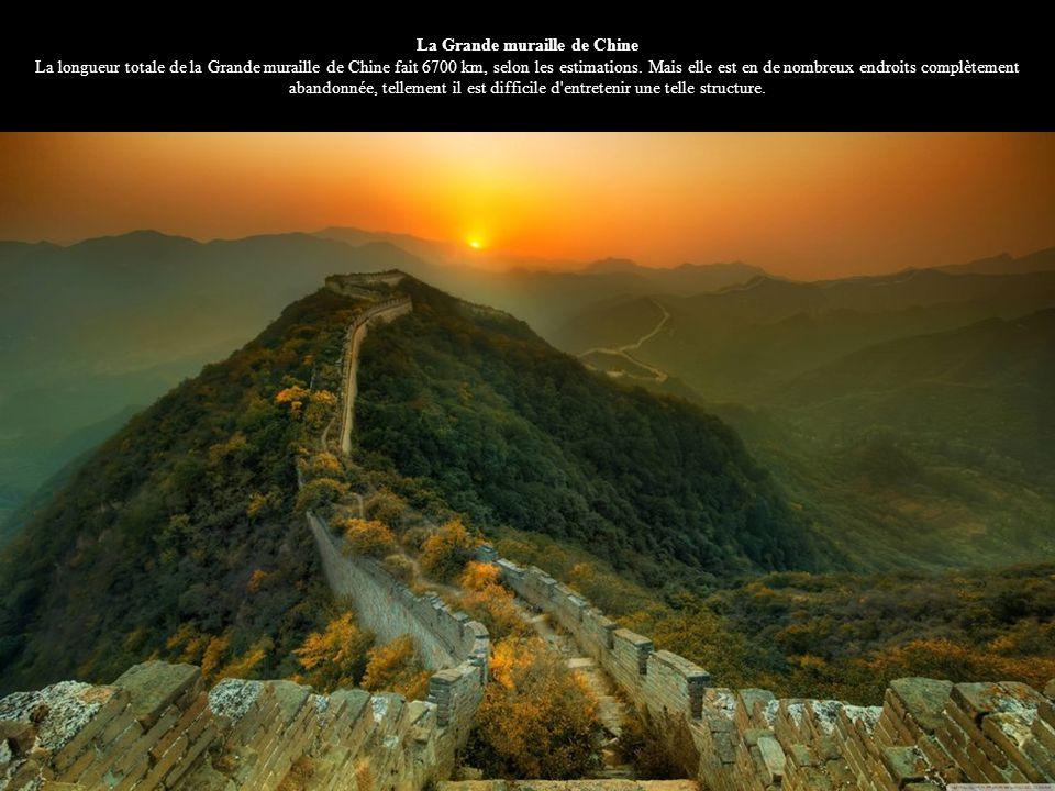 La Grande muraille de Chine La longueur totale de la Grande muraille de Chine fait 6700 km, selon les estimations. Mais elle est en de nombreux endroi