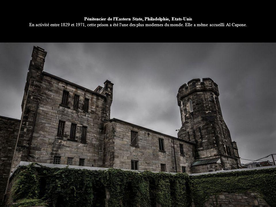 Pénitencier de l'Eastern State, Philadelphie, Etats-Unis En activité entre 1829 et 1971, cette prison a été l'une des plus modernes du monde. Elle a m