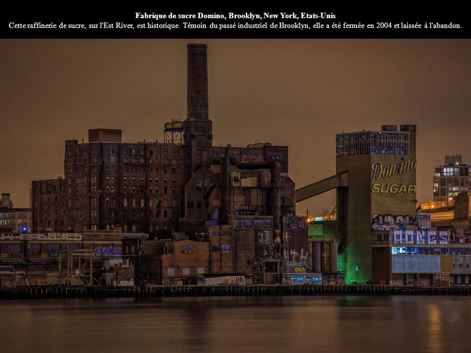 Fabrique de sucre Domino, Brooklyn, New York, Etats-Unis Cette raffinerie de sucre, sur l'Est River, est historique. Témoin du passé industriel de Bro