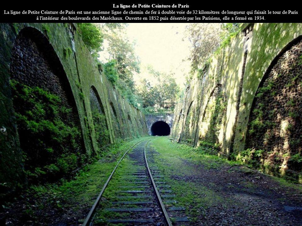 La ligne de Petite Ceinture de Paris La ligne de Petite Ceinture de Paris est une ancienne ligne de chemin de fer à double voie de 32 kilomètres de lo