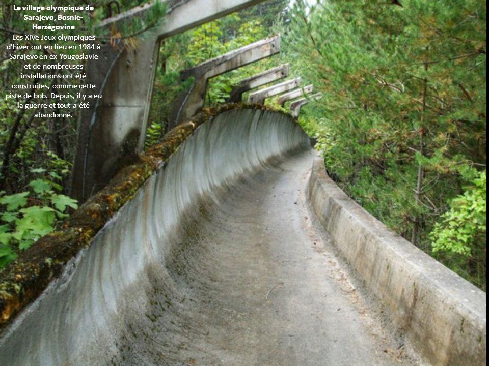 Le village olympique de Sarajevo, Bosnie- Herzégovine Les XIVe Jeux olympiques d'hiver ont eu lieu en 1984 à Sarajevo en ex-Yougoslavie et de nombreus