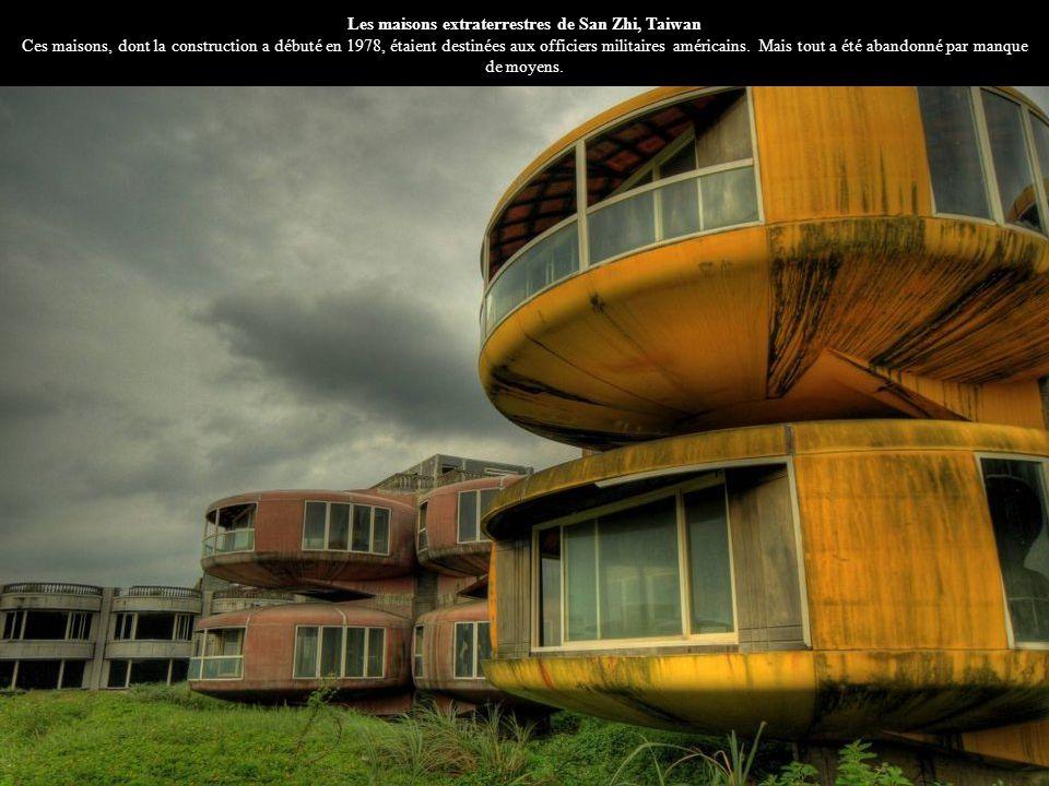 Les maisons extraterrestres de San Zhi, Taiwan Ces maisons, dont la construction a débuté en 1978, étaient destinées aux officiers militaires américai