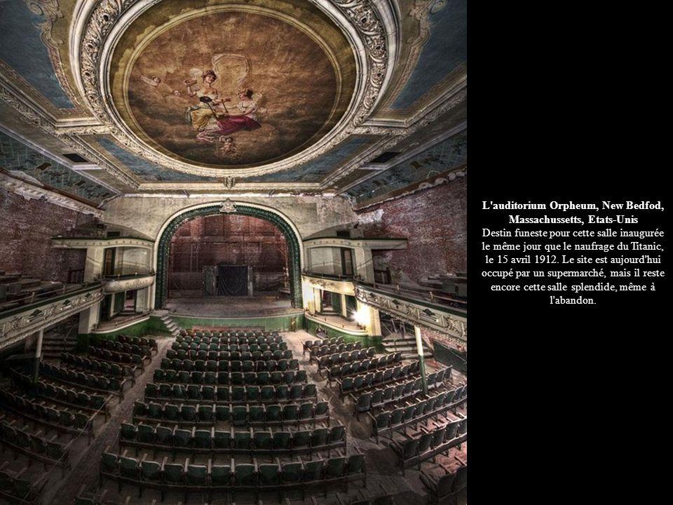 L'auditorium Orpheum, New Bedfod, Massachussetts, Etats-Unis Destin funeste pour cette salle inaugurée le même jour que le naufrage du Titanic, le 15