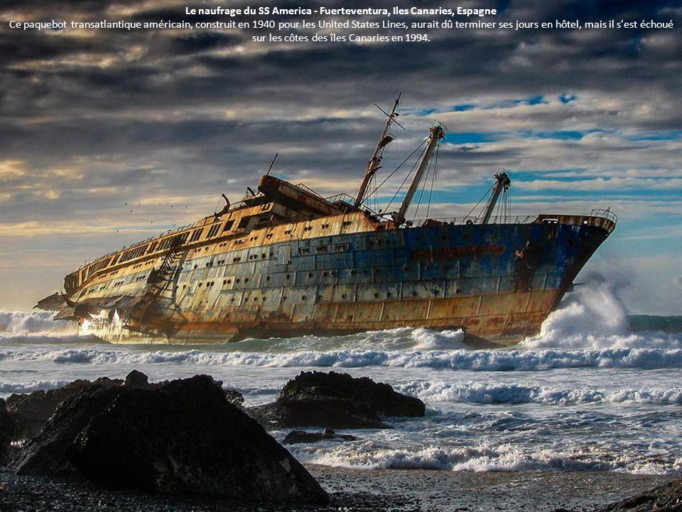 Le naufrage du SS America - Fuerteventura, Iles Canaries, Espagne Ce paquebot transatlantique américain, construit en 1940 pour les United States Line