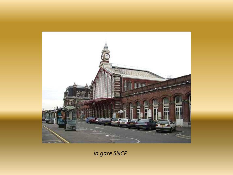 Arcades de l' Avenue Dron reliant la gare au centre