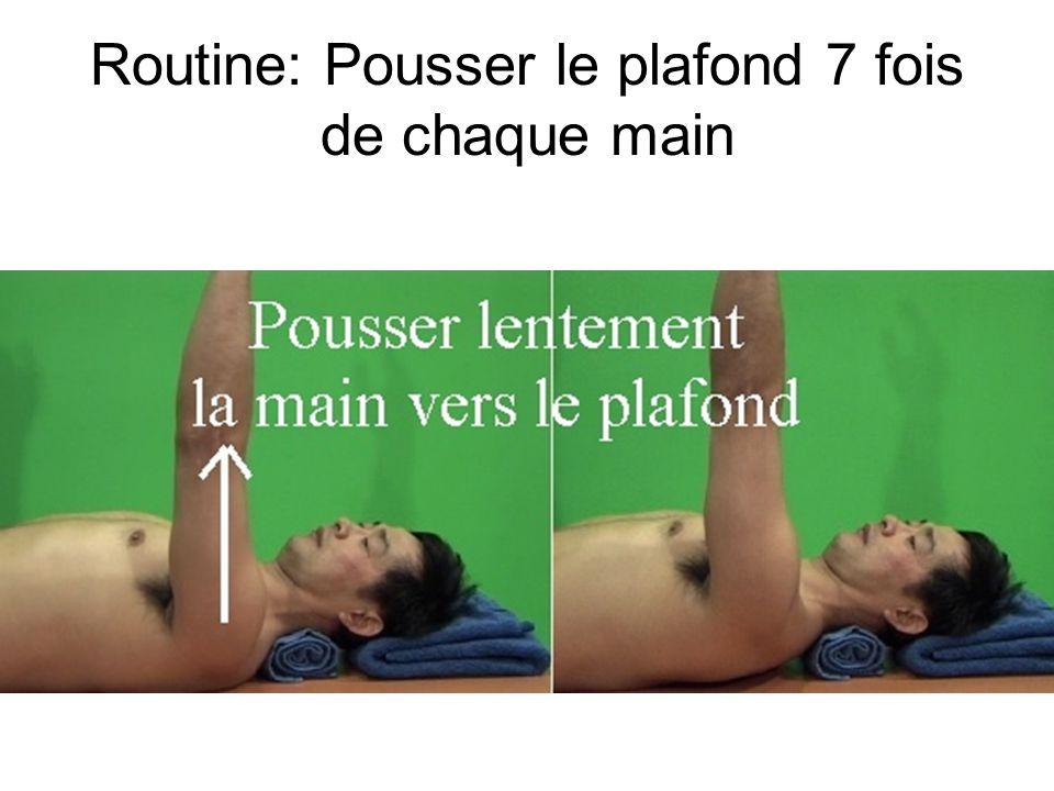 Routine couché sur le dos: Trouver des chemins sans malaise, sans craquement, pour amener la main aux cheveux (5 minutes)