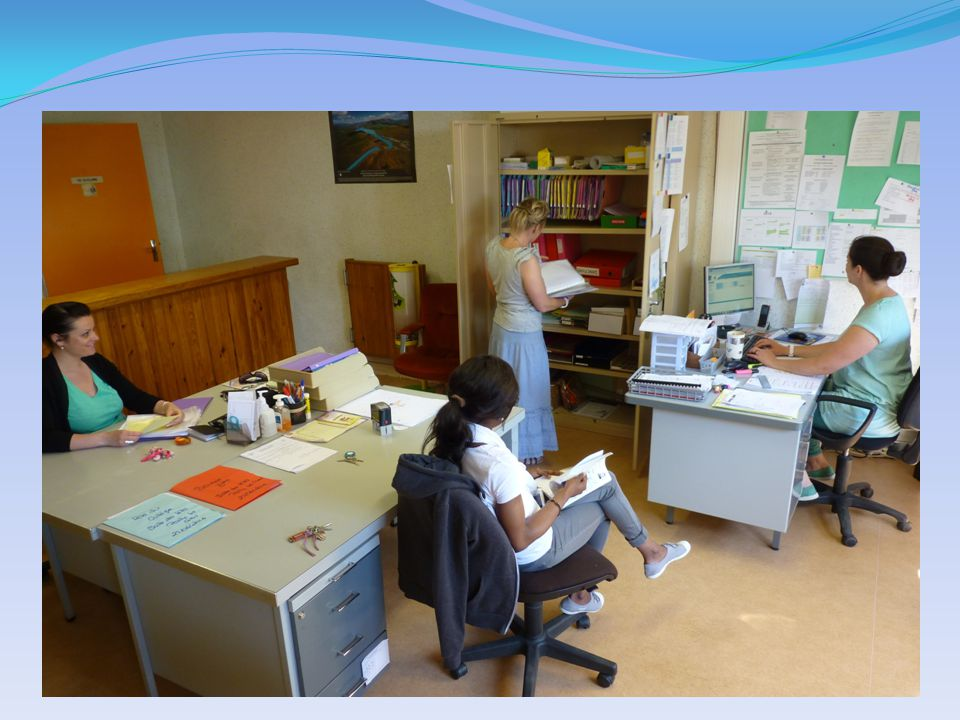 Les assistantes d'éducation Le service vie scolaire est joignable tous les jours à partir de 7 heures 30 N'hésitez pas à appeler pour nous informer de l'absence de votre enfant.