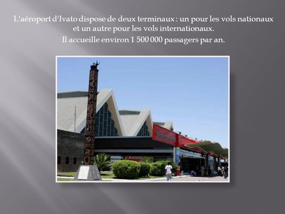 L'aéroport d'Ivato dispose de deux terminaux : un pour les vols nationaux et un autre pour les vols internationaux. Il accueille environ 1 500 000 pas