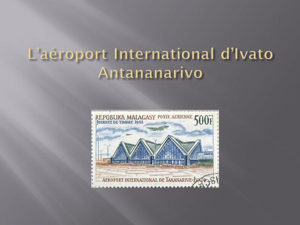 L'aéroport International d'Ivato est dans notre environnement proche, à environ 3 km de l'école, à vol d'oiseau : certains jours, nous voyons et entendons les avions atterrir et décoller.