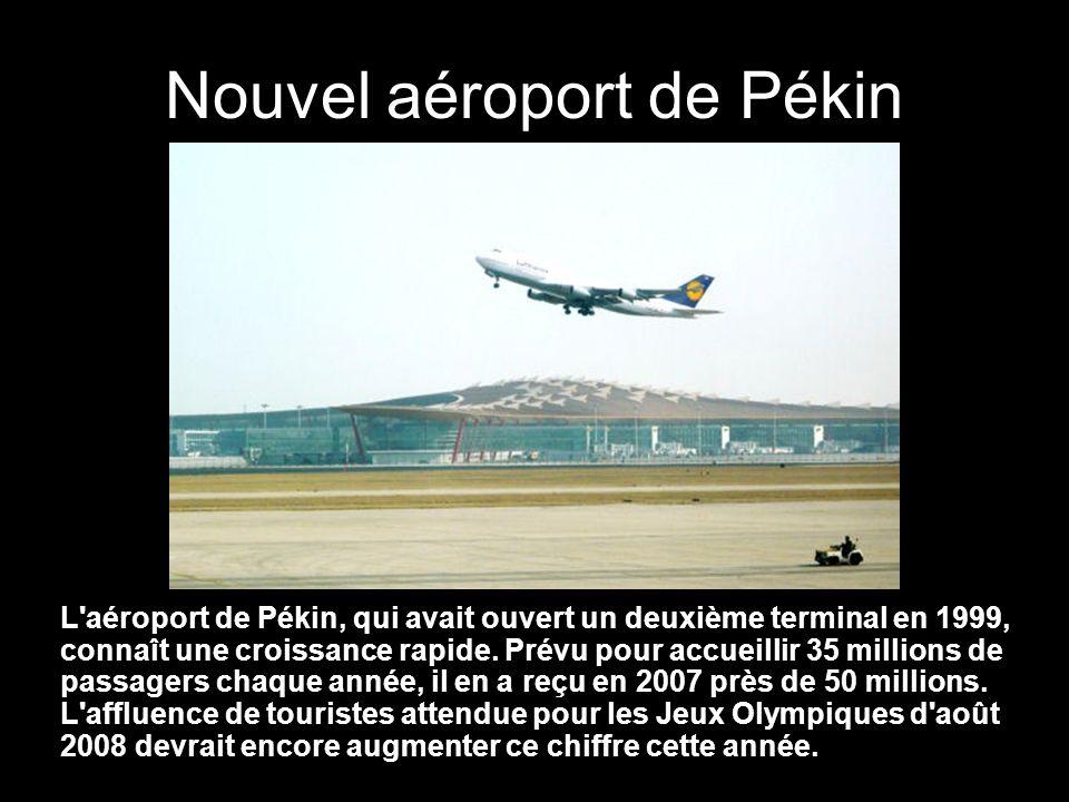 Nouvel aéroport de Pékin L aéroport de Pékin, qui avait ouvert un deuxième terminal en 1999, connaît une croissance rapide.