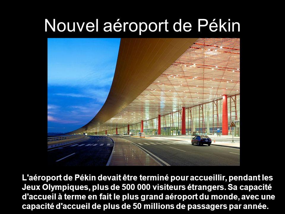 Nouvel aéroport de Pékin L aéroport de Pékin devait être terminé pour accueillir, pendant les Jeux Olympiques, plus de 500 000 visiteurs étrangers.