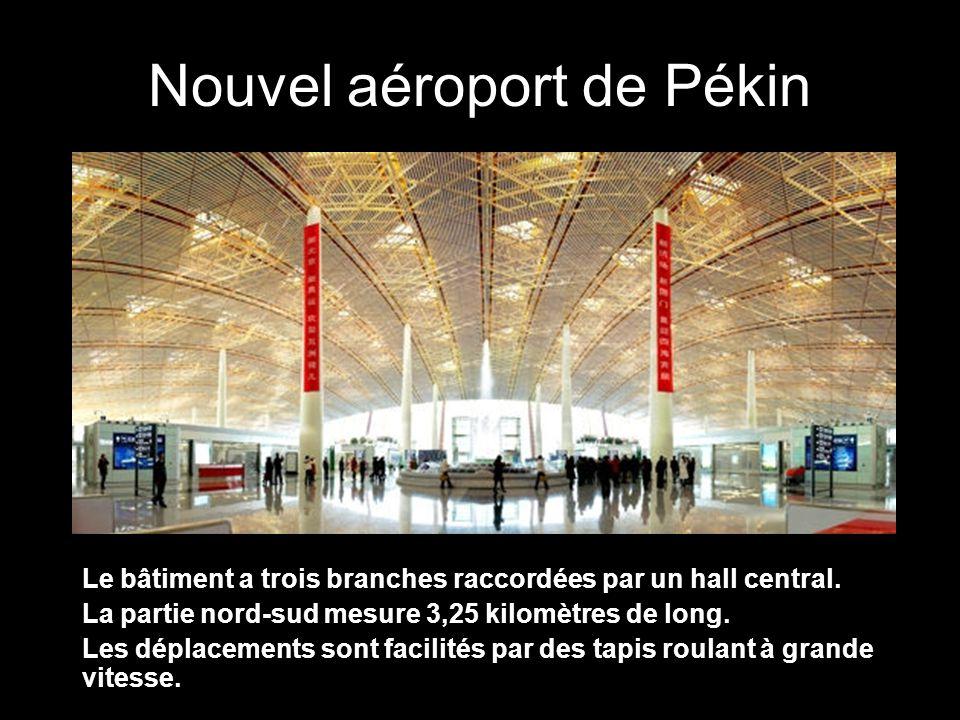 Nouvel aéroport de Pékin Le bâtiment a trois branches raccordées par un hall central.