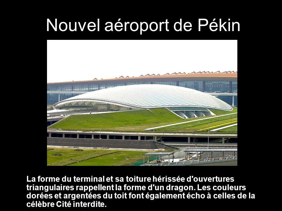 La forme du terminal et sa toiture hérissée d ouvertures triangulaires rappellent la forme d un dragon.