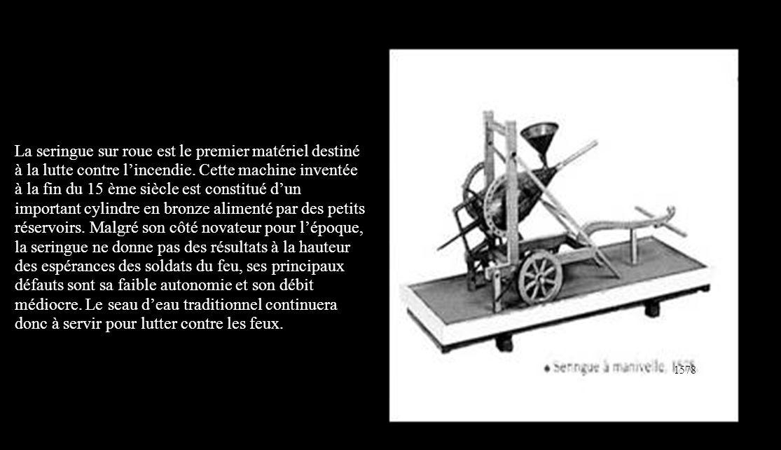 La seringue sur roue est le premier matériel destiné à la lutte contre l'incendie.