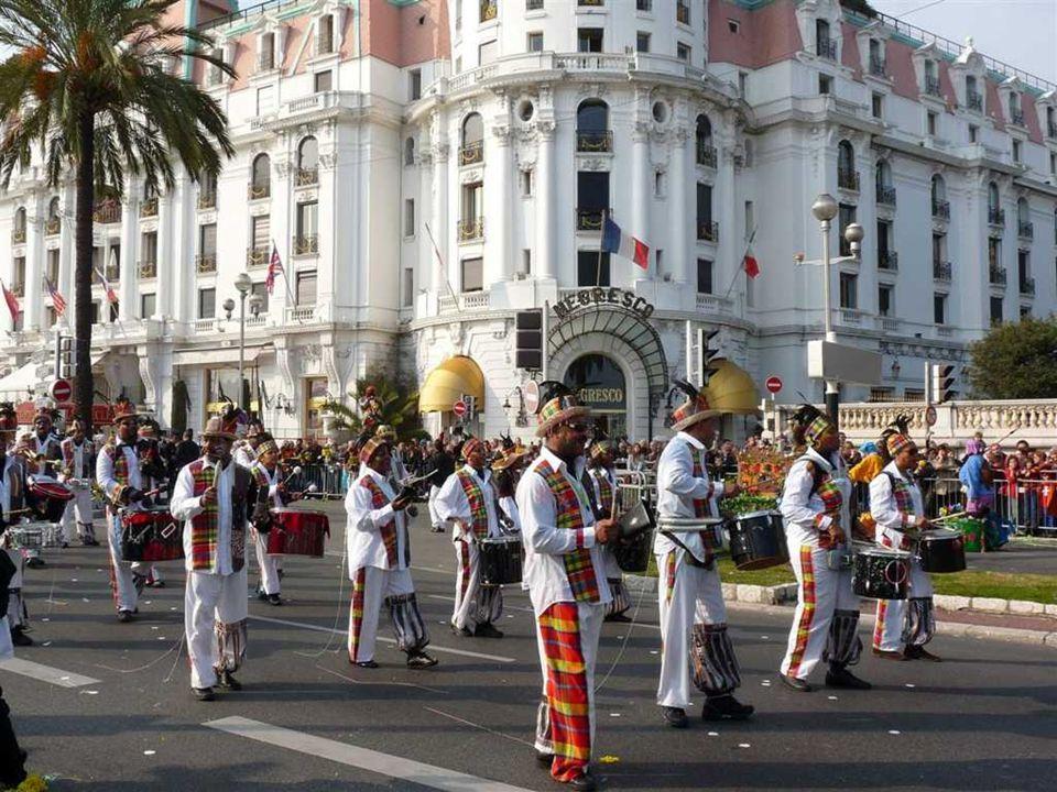 Pour les besoins du Carnaval de Nice les fleurs proviennent des artisans-artistes qui fournissent environ 90 % des fleurs utilisées, auprès des produc